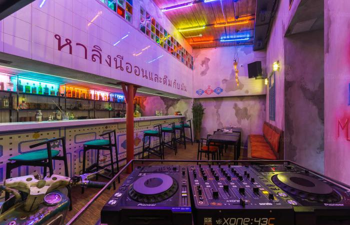 bar_neon_monkey_photo_1